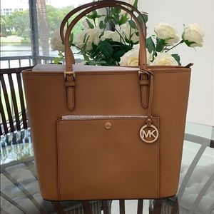 Brand New large brown tote MIchael Kors 🦋